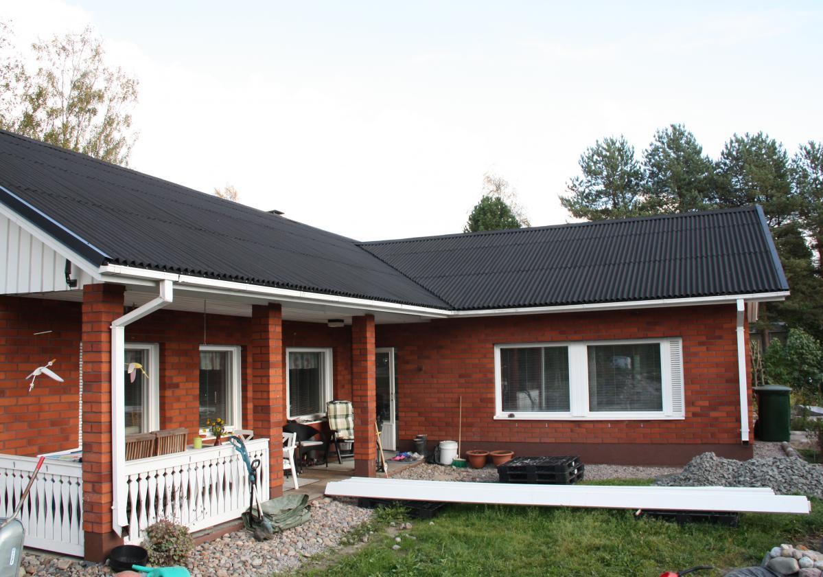 czarne pokrycie dachowe ONDULINE CLASSIC realizacje